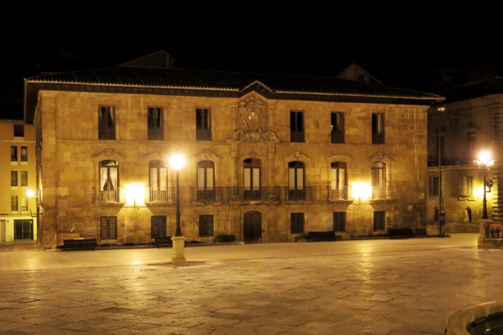 Plaza de Alfonso II, el casto (Oviedo)